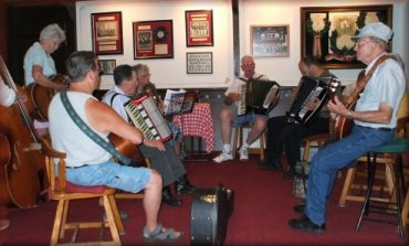 Squeezebox Players jammin' it up.
